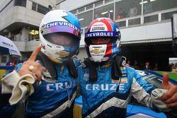 Le vainqueur Robert Huff, Chevrolet, Chevrolet Cruze LT et Yvan Muller, Chevrolet, Chevrolet Cruze LT