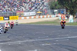 Andrea Dovizioso, del equipo Repsol Honda toma tercer lugar delante de Marco Simoncelli, San Carlo H