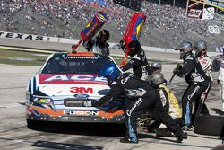 Pit stop for Erik Darnell