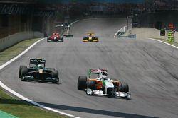 Heikki Kovalainen (Lotus F1 Team) et Adrian Sutil (Force India F1 Team)