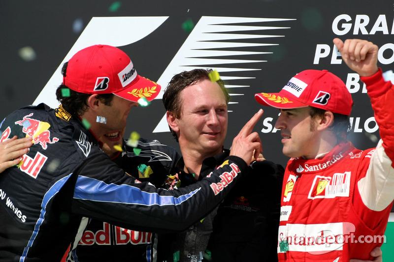 Podio: ganador de la carrera Sebastian Vettel, Red Bull Racing, segundo lugar Mark Webber, Red Bull Racing, y tercer lugar Fernando Alonso, Scuderia Ferrari, con Christian Horner, Red Bull Racing, Director Deportivo