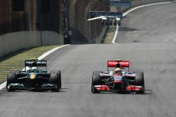 Хейкки Ковалайнен, Lotus F1 Team и Льюис Хэмилтон, McLaren Mercedes