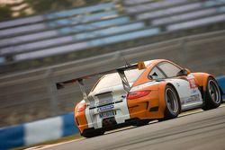 #92 Porsche AG Porsche 911 GT3R Hybrid: Jörg Bergmeister, Patrick Long