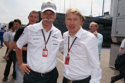 Dieter Zetsche (Mercedes) con Mika Hakkinen