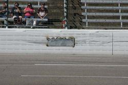 Un trou dans le mur qu'Alex Kennedy a heurté