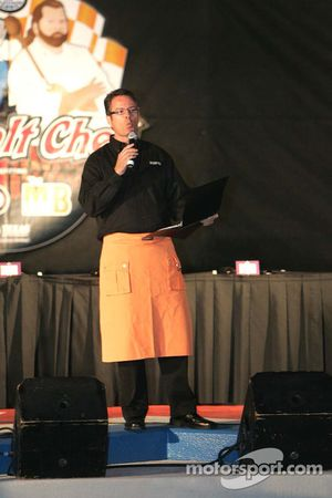 Asphalt Chef event: Dave Burns, ESPN pit reporter and Asphalt Chef emcee