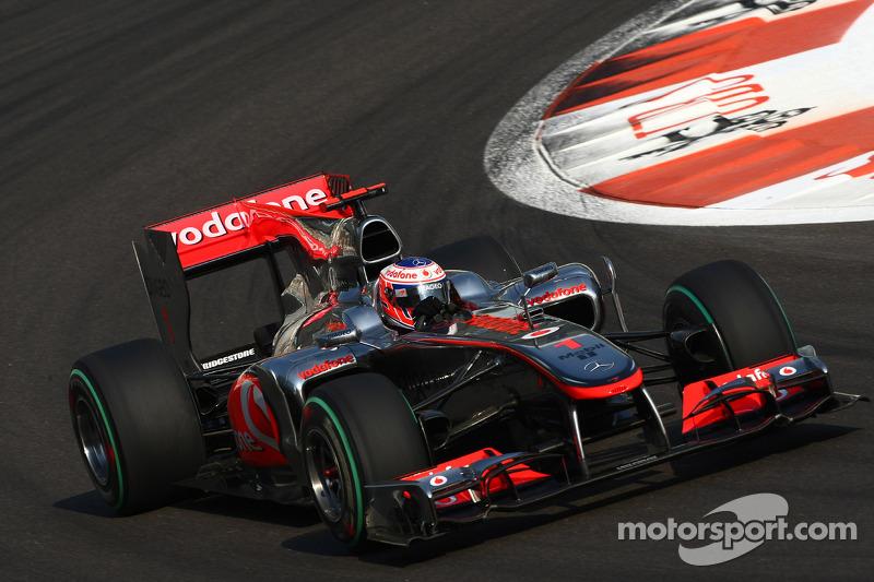 2010 - McLaren MP4-25 (motor Mercedes)