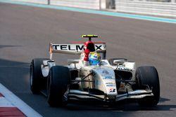 Sergio Perez pakt de overwinning