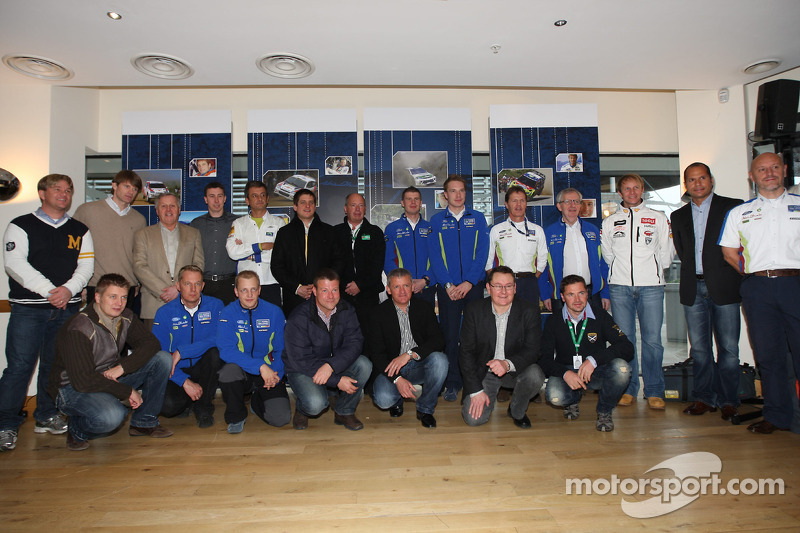 WRC rijders van vroeger en nu in Cardiff's Millenium Centre, afscheid recordbrekende Ford Focus RS W