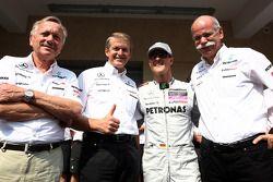 Foto del equipo Mercedes, Mercedes GP, Michael Schumacher, el Dr. Dieter Zetsche, Presidente de Daim