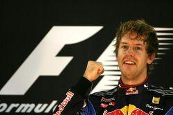 Sebastian Vettel (Red Bull Racing) remporte la course et le Championnat du Monde 2010