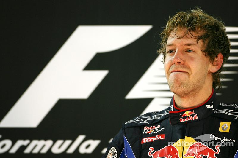 Un emocionado Sebastian Vettel, Red Bull Racing, campeón del mundo de F1 2010