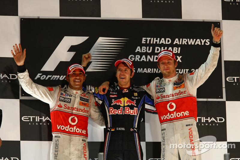 Podyum: Yarış galibi ve 2010 Formula 1 Dünya Şampiyonu Sebastian Vettel, Red Bull Racing, 2. Lewis H