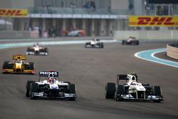 Rubens Barrichello (Williams) devance Kamui Kobayashi (BMW Sauber)