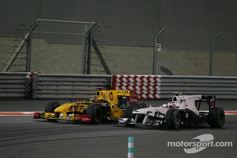 Robert Kubica, Renault F1 Team, Kamui Kobayashi, BMW Sauber F1 Team, GP Abu Zabi 2010