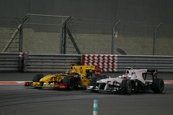 Robert Kubica (Renault) et Kamui Kobayashi (BMW)