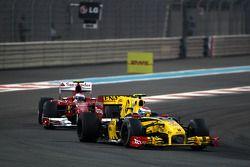 Vitaly Petrov, Renault F1 Team leads Fernando Alonso, Scuderia Ferrari