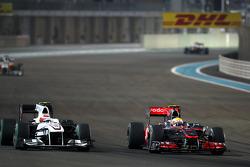 Kamui Kobayashi (Sauber) et Lewis Hamilton (McLaren)