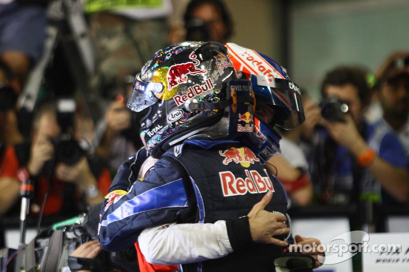 Yarış galibi ve 2010 Formula 1 Dünya Şampiyonu Sebastian Vettel, Red Bull Racing, kutlama yapıyor ve
