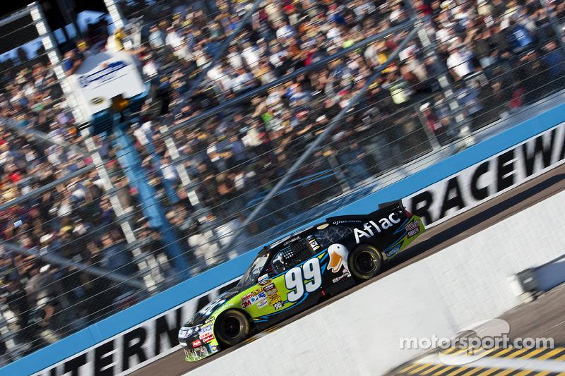 Carl Edwards, Roush Fenway Racing Ford passeert de finishvlag