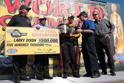 Larry Dixon célèbre son titre mondial en Top Fuel