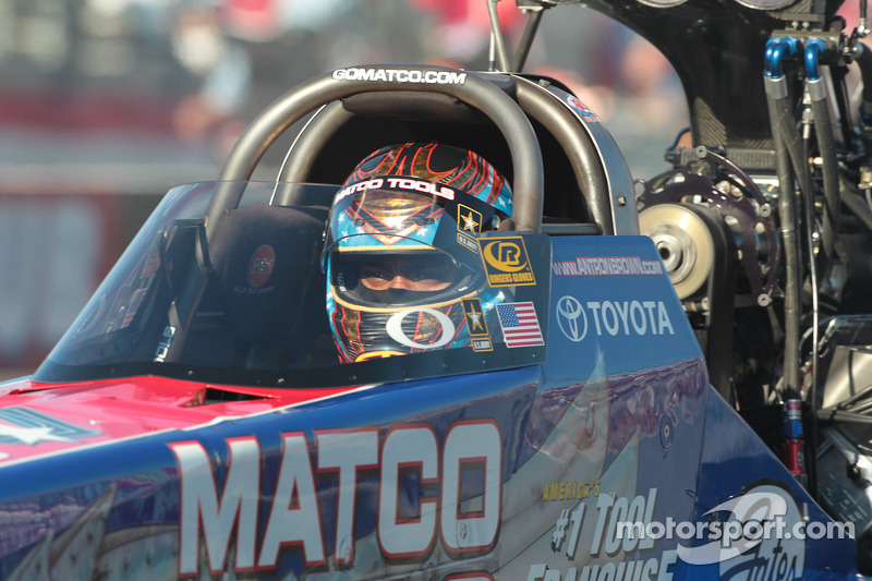 Antron Brown concentrating during round three of the Auto Club NHRA Finals