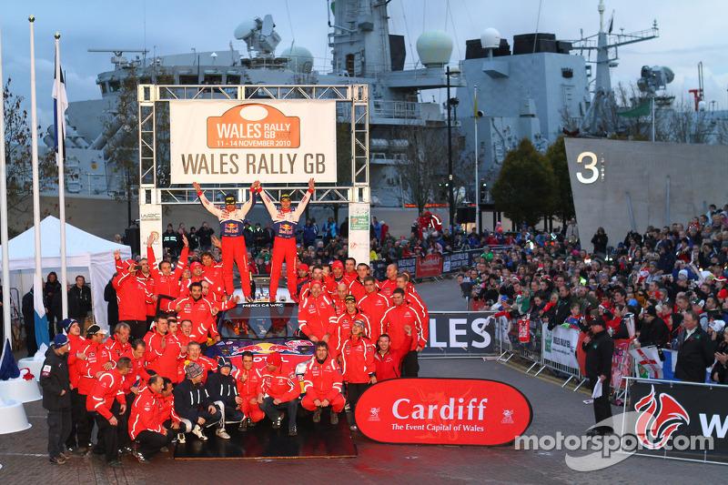 Podio: los ganadores Sébastien Loeb y Daniel Elena lo celebran