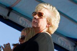 Gaye Busch, mère de Kurt et Kyle, regarde ses fils en action