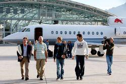 Teambaas Christian Horner, chief technical officer Adrian Newey, Sebastian Vettel en Mark Webber