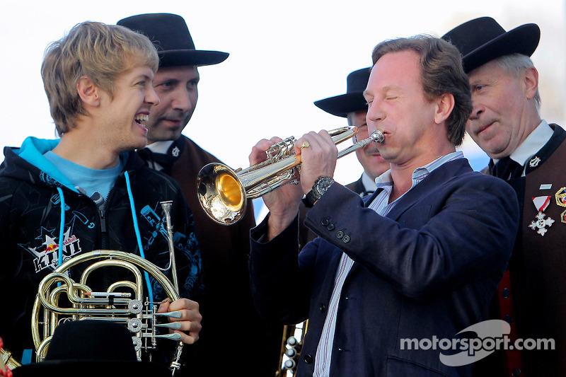 Sebastian Vettel y director del equipo Christian Horner