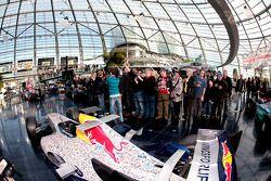 Машина Red Bull Racing и Себастьян Феттель