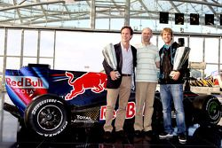 Teambaas Christian Horner, chief technical officer Adrian Newey en Sebastian Vettel