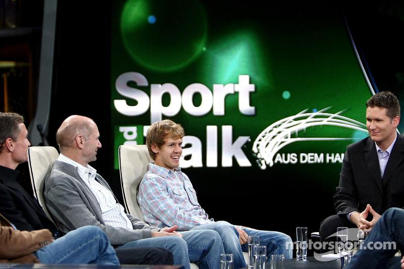Consultant David Coulthard, chief technical officer Adrian Newey, Sebastian Vettel en moderator Andr