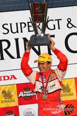Podium GT300: Katsiyuki Hiranaka, vainqueur