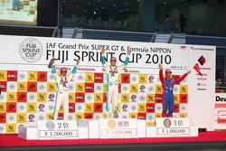 Podium: winnaar Andre Lotterer, 2de Kazuya Oshima, 3de Koudai Tsukakoshi