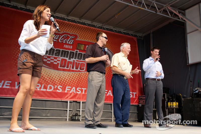 NASCAR Championship evenement in South Beach: Monica Palumbo, Kevin Harvick, Richard Childress Racin