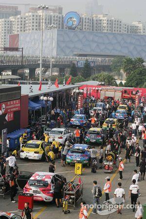 WTCC wagens op de grid