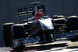 Michael Schumacher (Mercedes) coupe la chicane
