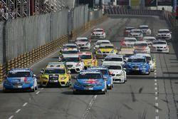 Start Race 1, Yvan Muller, Chevrolet, Chevrolet Cruze LT en Robert Huff, Chevrolet, Chevrolet Cruze