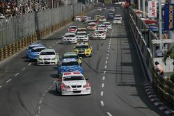 Start Race 2, Kristian Poulsen, Poulsen Motorsport BMW 320si is de leider