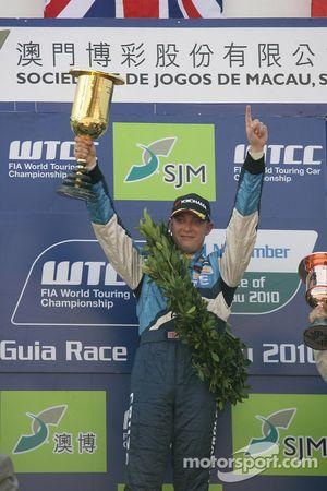 Podium Race 1, winnaar Robert Huff, Chevrolet, Chevrolet Cruze LT