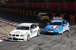 Augusto Farfus, BMW Team RBM BMW 320si and Yvan Muller, Chevrolet, Chevrolet Cruze LT