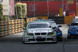 Augusto Farfus, BMW Team RBM BMW 320si and Robert Huff, Chevrolet, Chevrolet Cruze LT