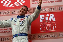 Podium: le vainqueur Edoardo Mortara