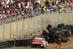 Michael Caruso, #34 Fujitsu Racing/Garry Rogers Motorsport en Will Davison, #22 Toll Holden Racing T