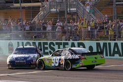 Champion Jimmie Johnson, Hendrick Motorsports, Chevrolet, und Sieger Carl Edwards, Roush Fenway Raci