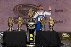 Championship victory lane: NASCAR Sprint Cup Series 2010 champion Jimmie Johnson, Hendrick Motorspor