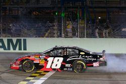 Race winnaar Kyle Busch