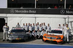 Les équipes de Bruno Spengler (Team HWA AMG Mercedes C-Klasse) et Gary Paffett (Team HWA AMG Mercedes C-Klasse)