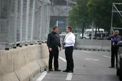 Uwe Fromhold (directeur de course), Jürgen Kastenholz (pilote de voiture de sécurité DTM), Roland Bruynseraede (FIA)